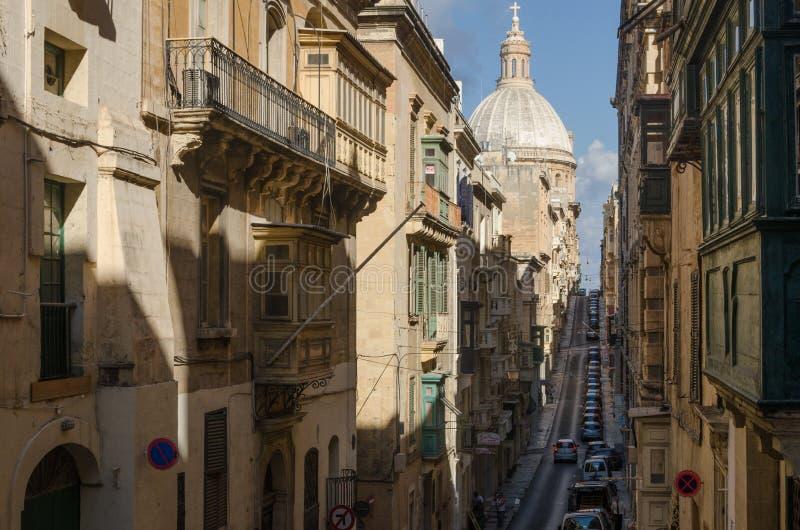 Oude smalle straat van Europese stad stock afbeelding