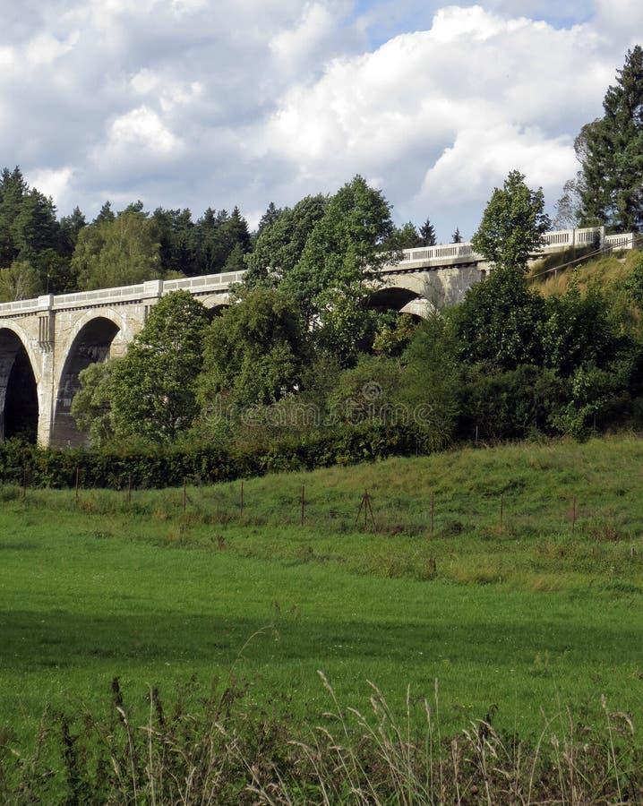 Oude spoorwegbrug royalty-vrije stock afbeeldingen