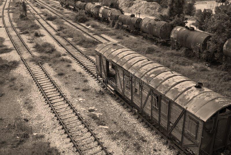 Oude spoorwegreservoirs, wagen, lijnen royalty-vrije stock foto's
