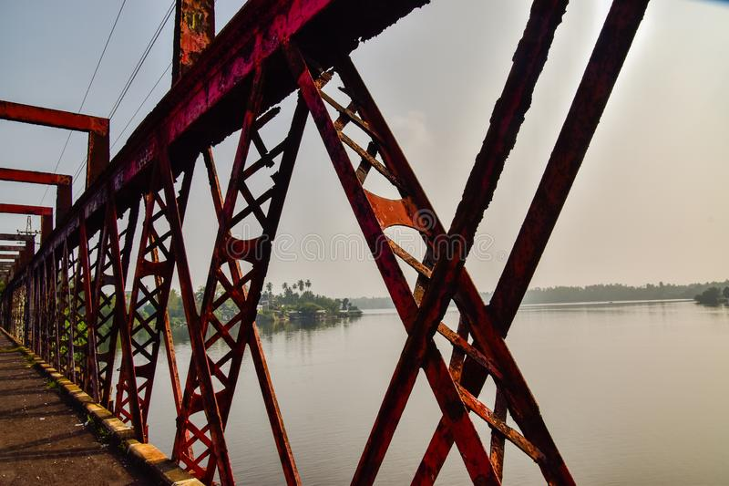 Oude staalbrug in Bentota op Sri Lanka stock fotografie