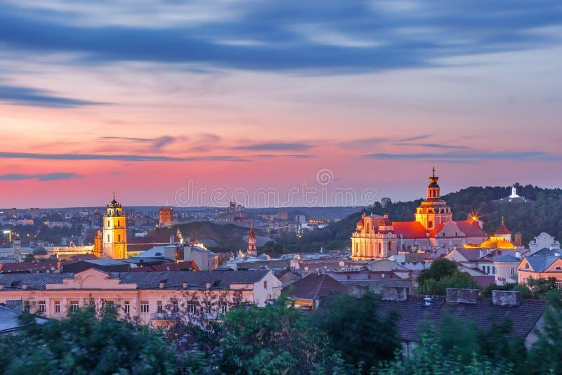 Oude stad bij zonsondergang, Vilnius, Litouwen royalty-vrije stock afbeeldingen