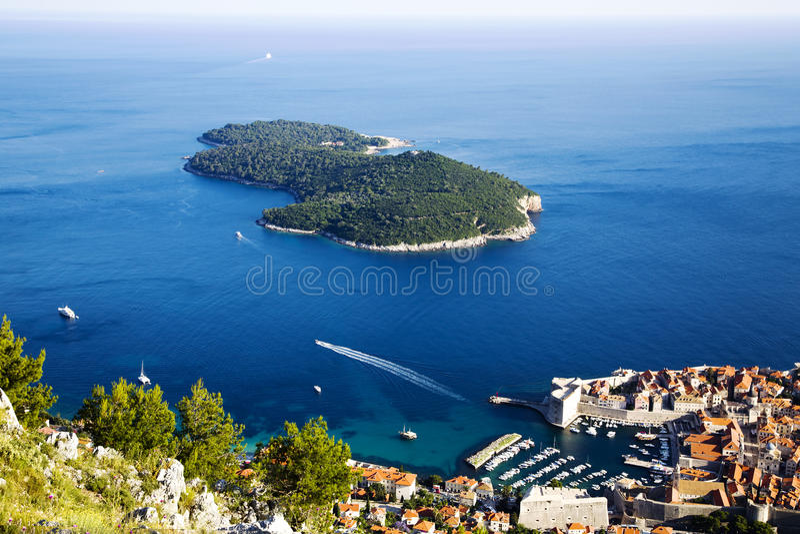 Oude stad Dubrovnik en Lokrum-eiland stock foto's