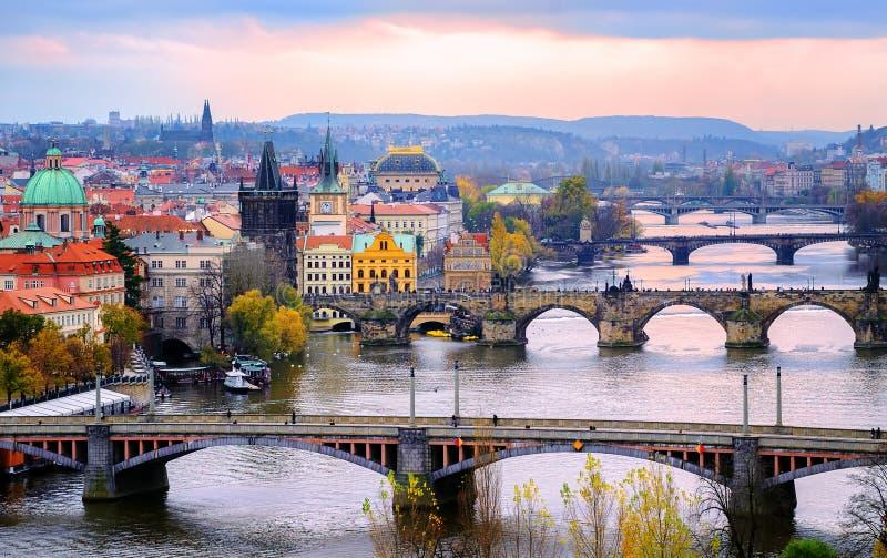Oude stad en de bruggen, Praag, Tsjechische Republiek royalty-vrije stock foto