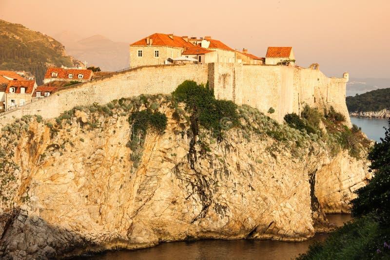 Oude stad en stadsmuren dubrovnik Kroatië royalty-vrije stock foto's