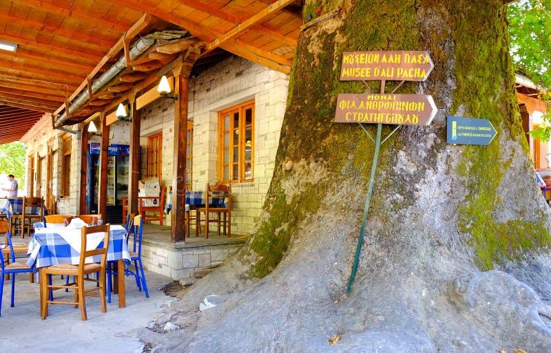 Oude stad Ioannina in Griekenland Traditionele herberg op het eiland royalty-vrije stock foto