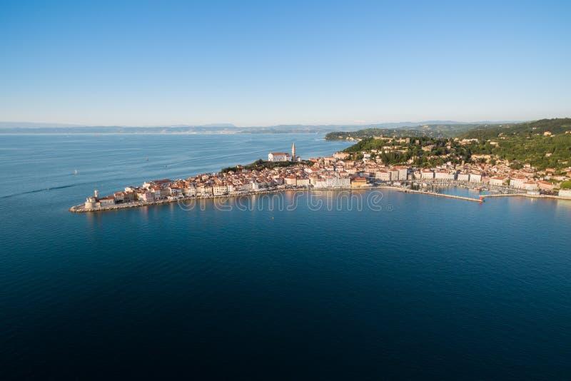 Oude stad Piran in Slovenië, de mening van het vogel` s oog Lucht Foto royalty-vrije stock foto's