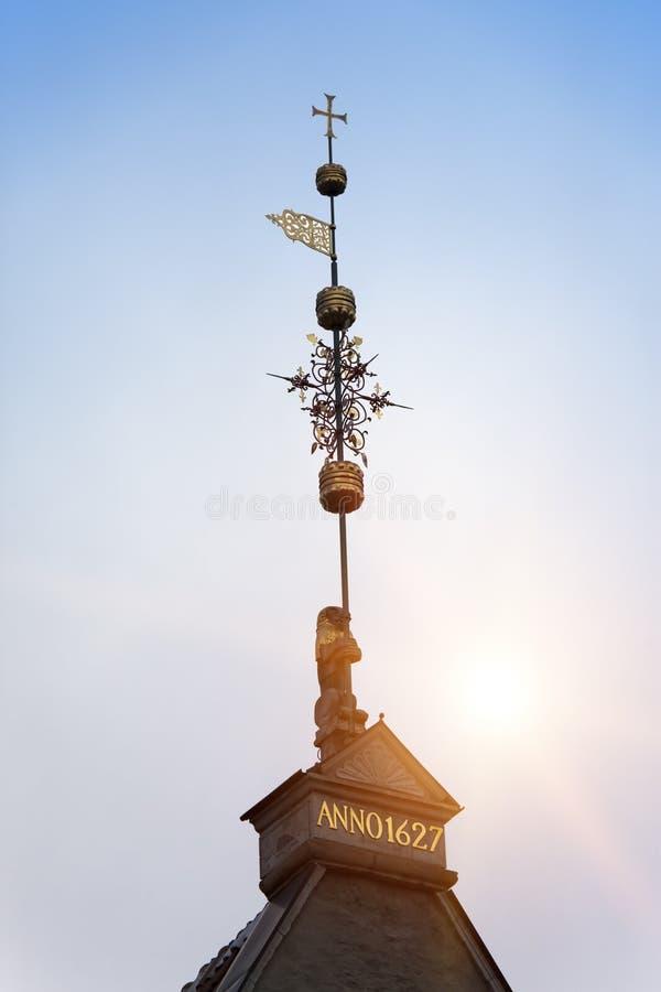 Oude stad, Tallinn, Estland Een middeleeuwse windwijzer royalty-vrije stock foto
