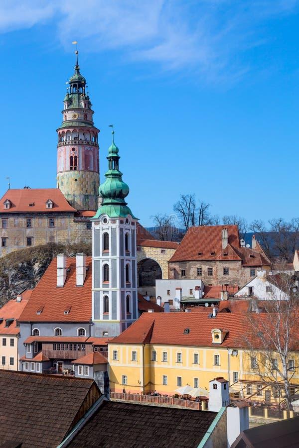 Oude Stad van Cesky Krumlov in Zuid-Bohemen, Tsjechische Republiek met blauwe hemel Unesco-de Plaats van de Werelderfenis en bero stock afbeelding