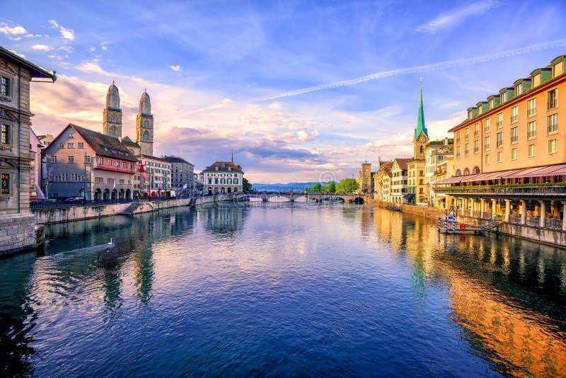 Oude stad van Zürich op zonsopgang, Zwitserland royalty-vrije stock fotografie