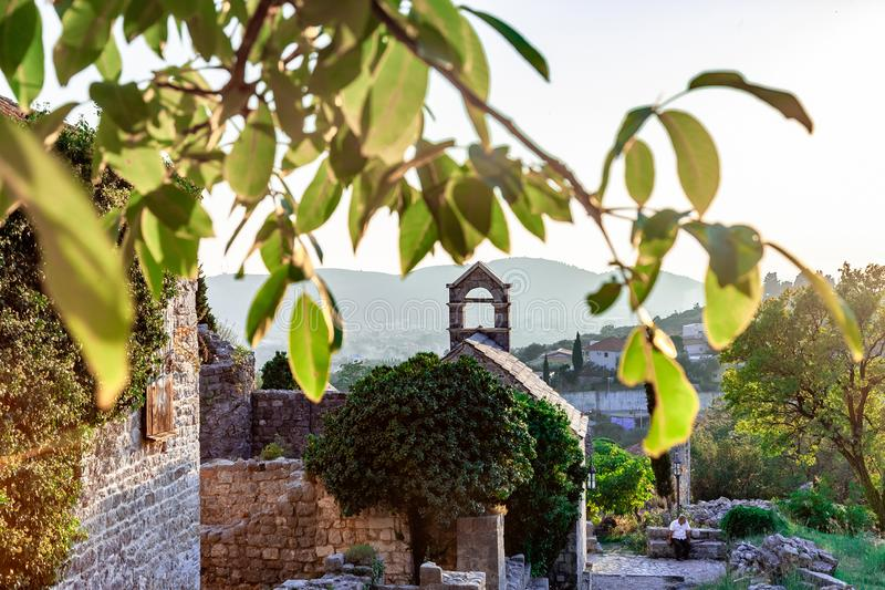 Oude stad in zonsondergang, Bar, Montenegro royalty-vrije stock afbeeldingen