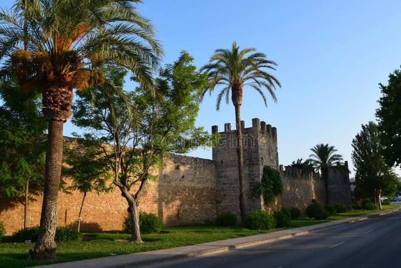 Oude stadsmuur van Alcudia op Mallorca royalty-vrije stock afbeelding