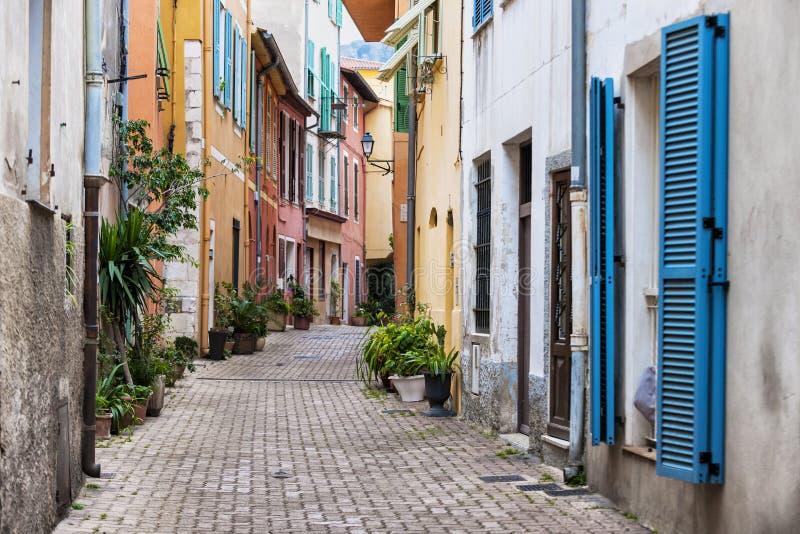 Oude stadsstraat in Villefranche-sur-Mer stock fotografie