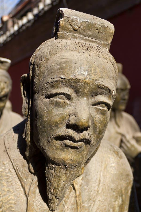 Oude Standbeelden buiten de Tempel van Confucius in Peking stock afbeelding