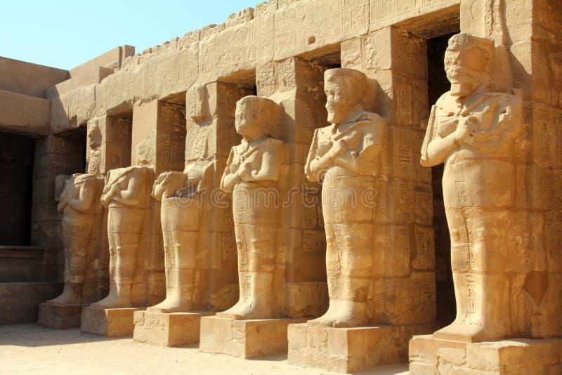 Oude standbeelden in karnak tempel Luxor royalty-vrije stock afbeeldingen