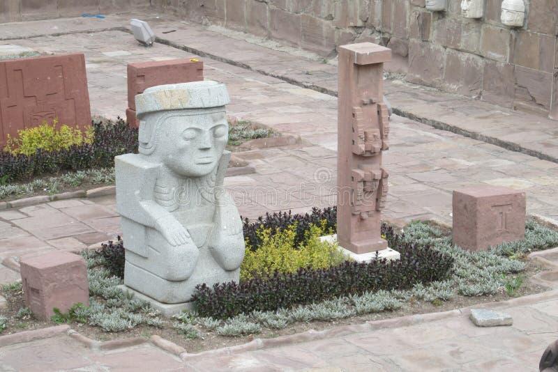 Oude standbeelden van de archeologische plaats van Tiwanaku royalty-vrije stock foto's