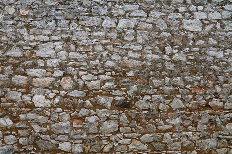 Oude steen gelaagde muur van vesting of kasteel royalty-vrije stock foto's