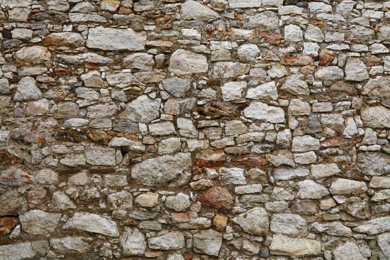 Oude steen gelaagde muur van vesting of kasteel stock foto