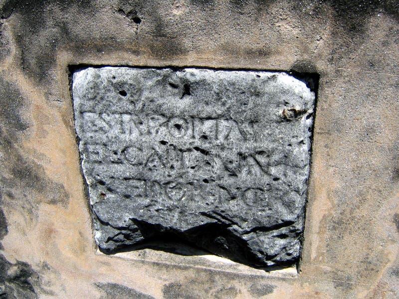 Oude steen met Spaanse inschrijvingen royalty-vrije stock afbeelding