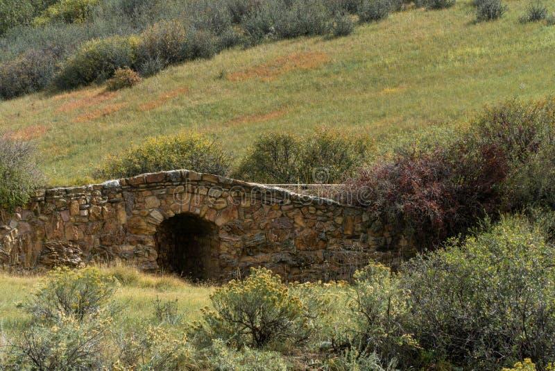 Oude steenbrug royalty-vrije stock afbeeldingen