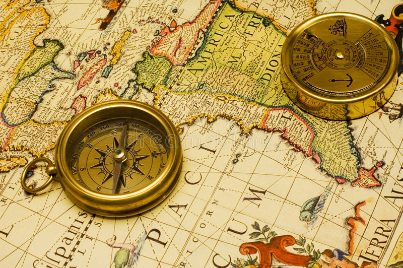 Oude stijl gouden kompas & kalender op een kaart royalty-vrije stock afbeeldingen