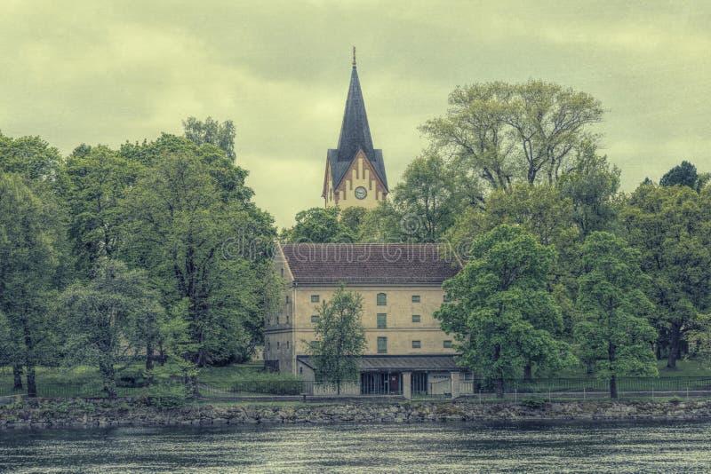 Oude stijlfoto van een kerktoren stock afbeelding
