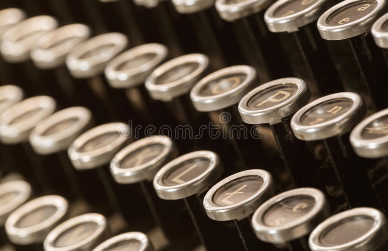 Oude, stoffige typewritter stock afbeelding
