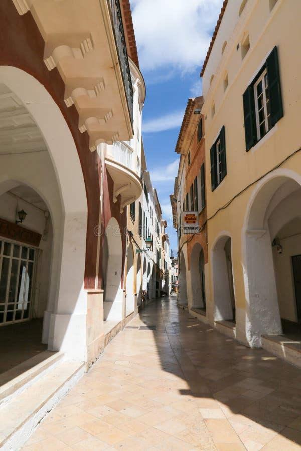 Oude straat in Menorca, Spanje royalty-vrije stock afbeeldingen