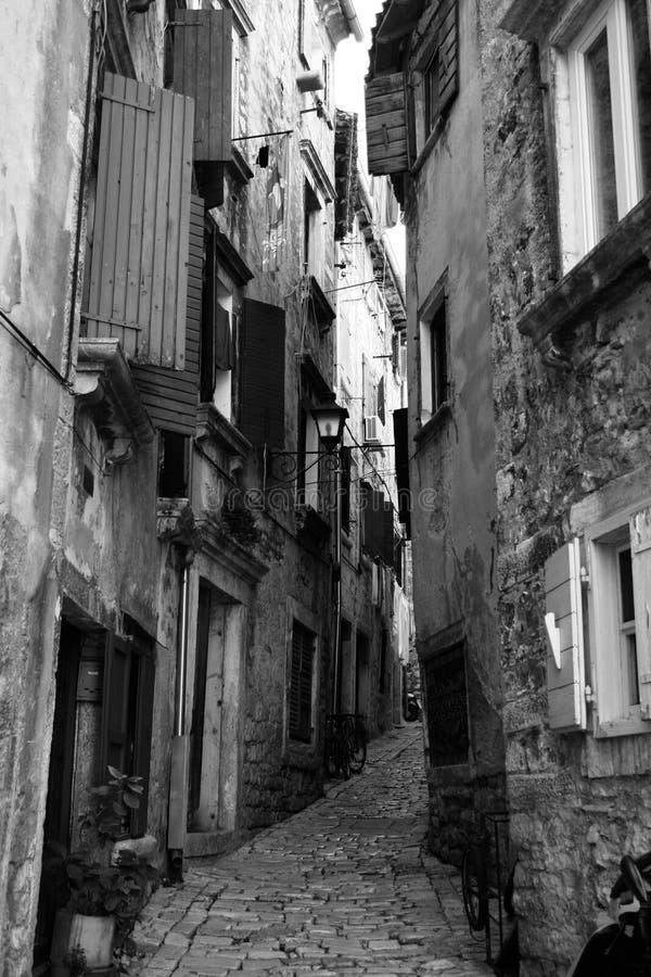 Oude straat in Novigrad royalty-vrije stock foto's