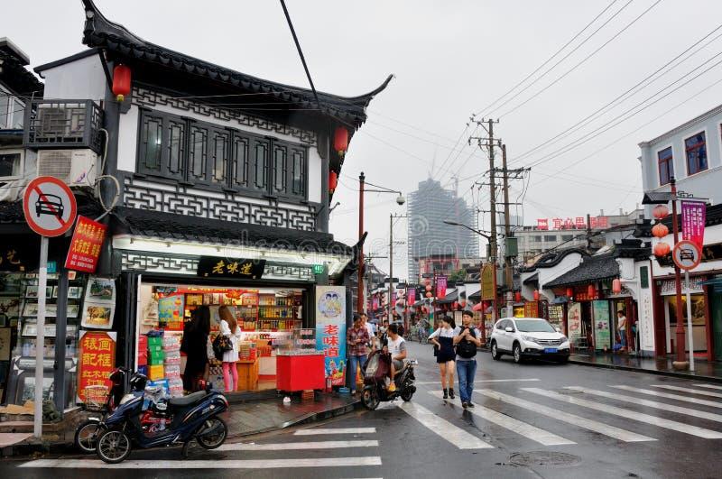Oude straat in Shanghai China stock afbeeldingen
