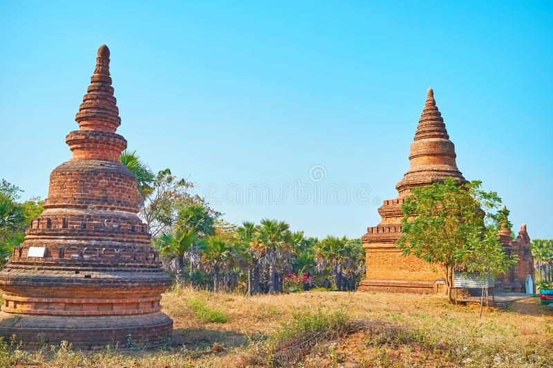 Oude stupas in de archeologische plaats van Bagan, Myanmar stock foto