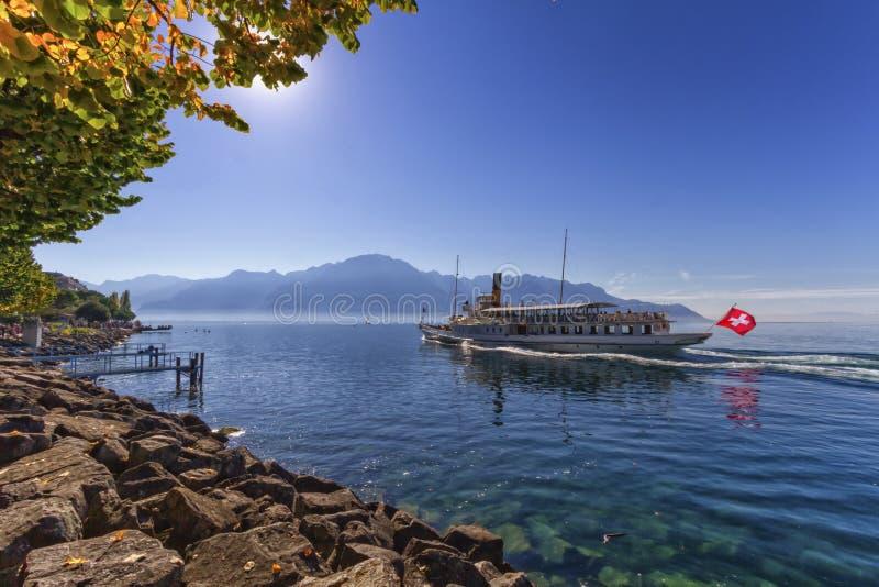 Oude stuurboot op het meer van Genève in Montreux, Zwitserland royalty-vrije stock foto's