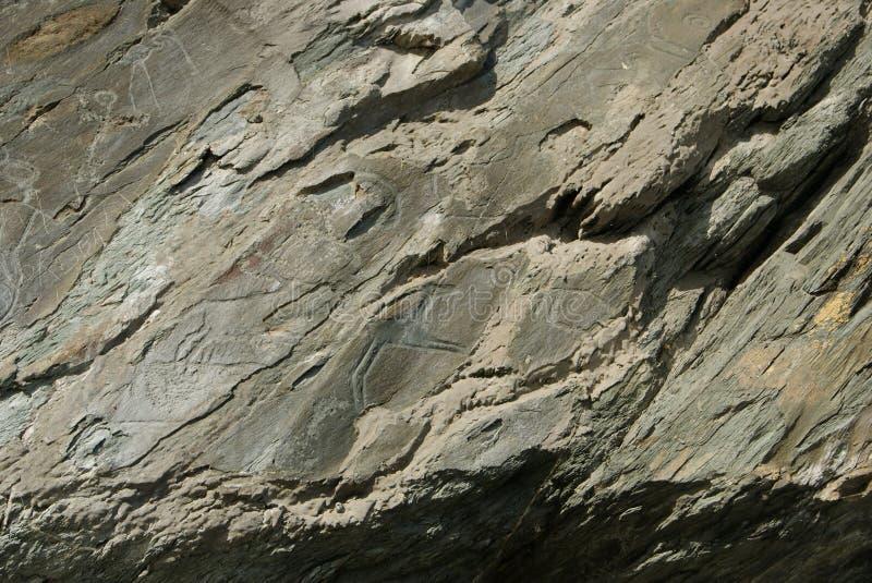 Oude tekeningen die op de rotsen worden gesneden stock afbeelding