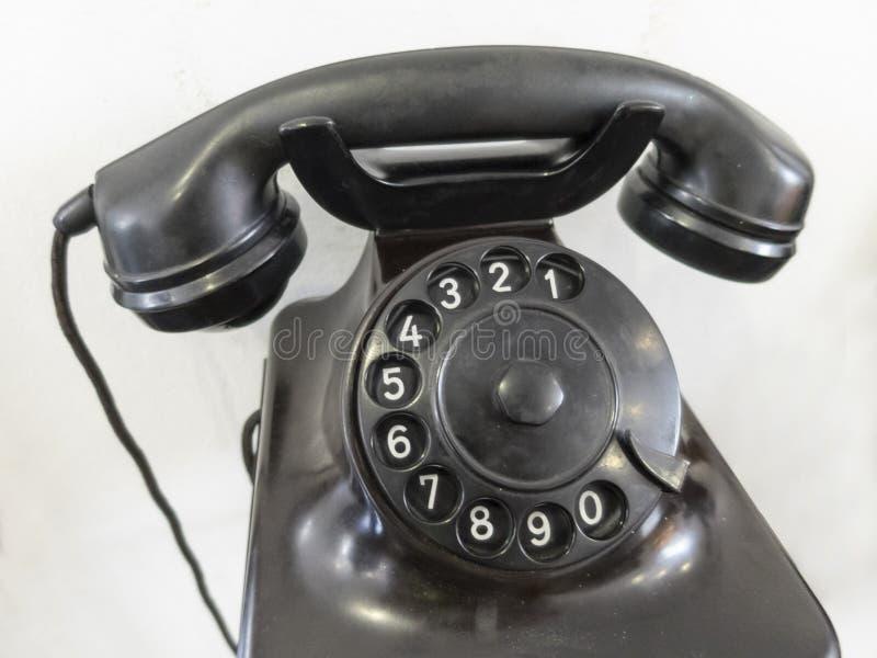 Oude telefoon met analoog roterend toetsenbord royalty-vrije stock afbeeldingen