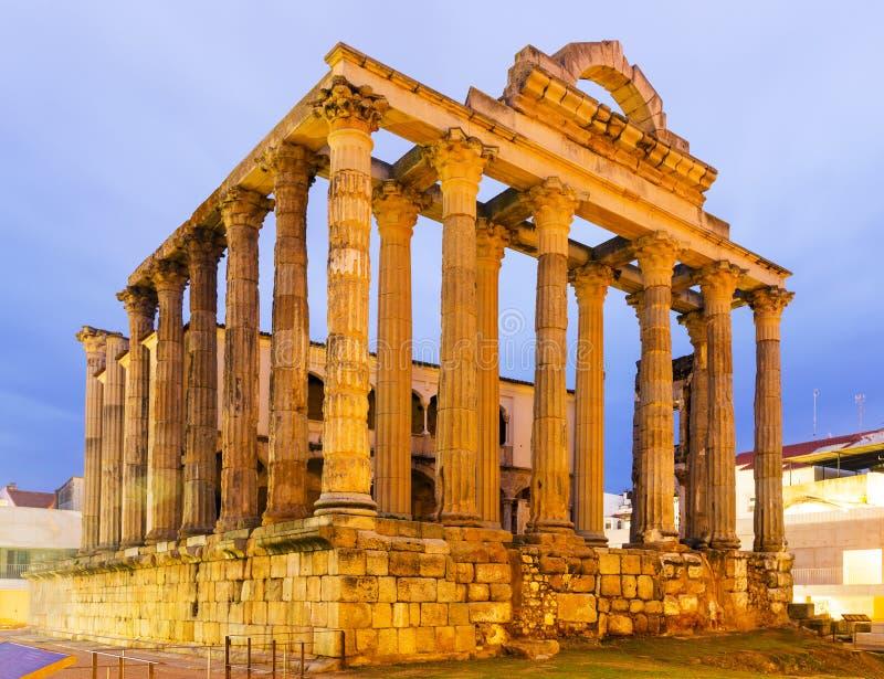 Oude tempel in dageraad royalty-vrije stock afbeeldingen
