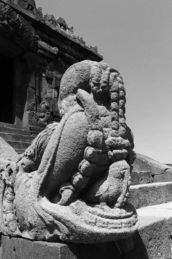 Oude Tempel in outskirt van stad royalty-vrije stock afbeelding
