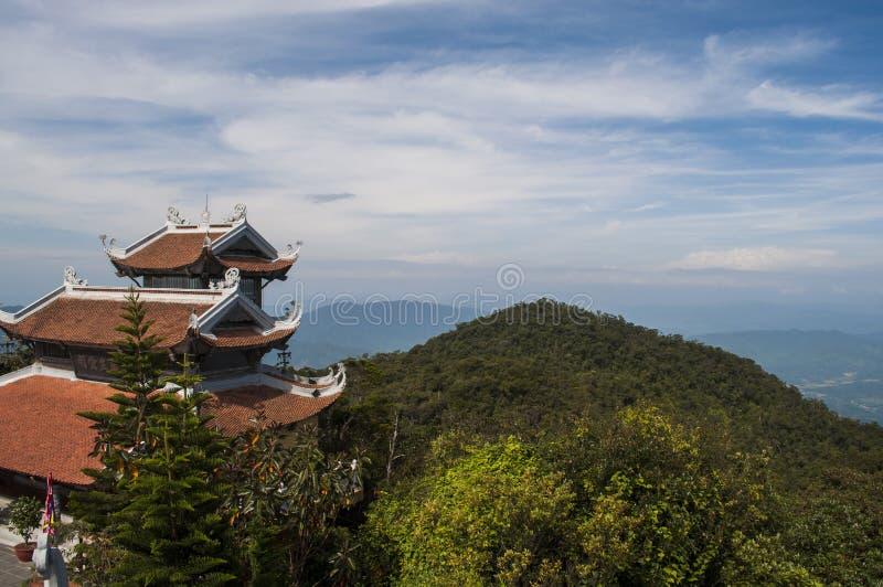 Oude tempel van Boedha in bergen stock afbeelding