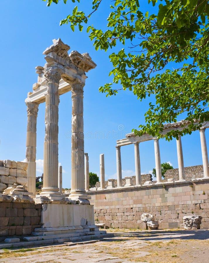 Oude Tempel van Trajan stock afbeeldingen
