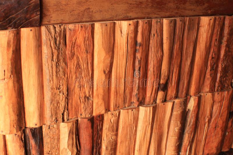 Oude Thaise Uitstekende bruine trek Houten muur stock afbeeldingen