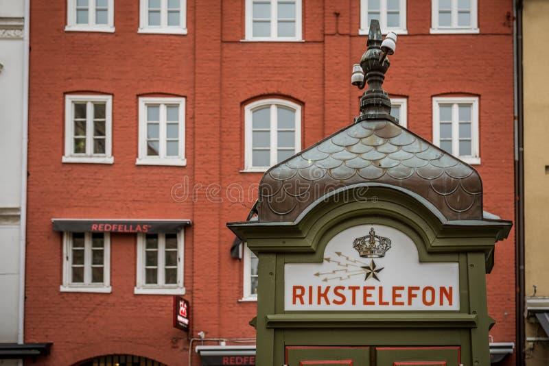 Oude thelephonedoos bij lilla torg, Malmoe, Zweden stock fotografie