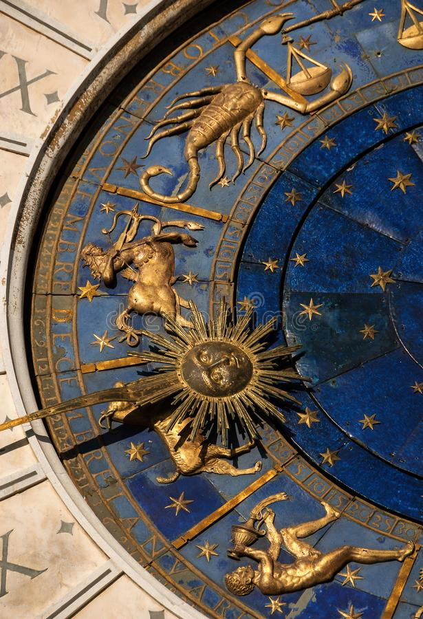 Download Oude Tijd, Astrologie En Horoscoop Stock Afbeelding - Afbeelding bestaande uit tijdschema, blauw: 107704715