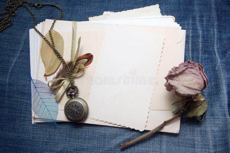 Oude toebehoren en prentbriefkaaren royalty-vrije stock foto
