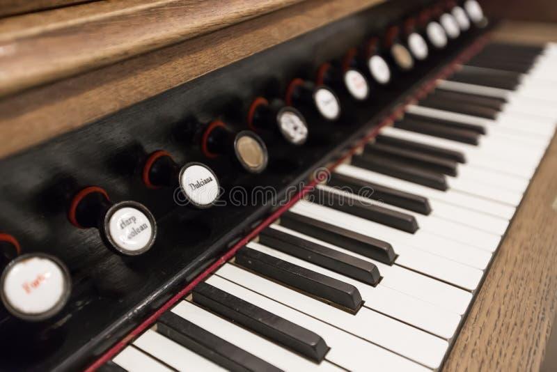 Oude toetsenbord muzikale instrumenten stock foto