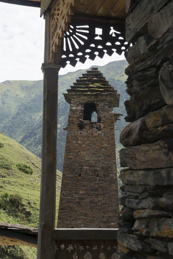 Oude toren door houten terras royalty-vrije stock foto's