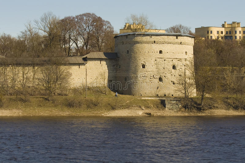 Oude toren van de vesting van Pskov, Rusland royalty-vrije stock afbeelding
