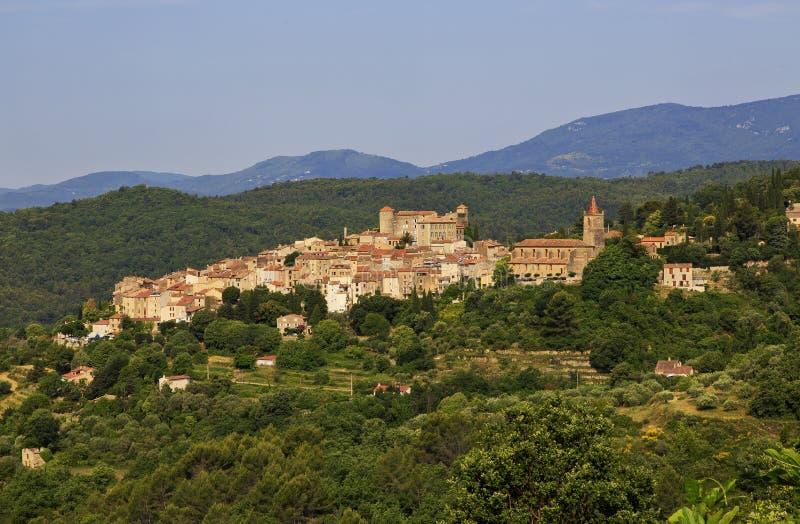 Oude Torentjes en Torens van het Mooie Middeleeuwse Franse Bergdorp van Callian royalty-vrije stock afbeelding