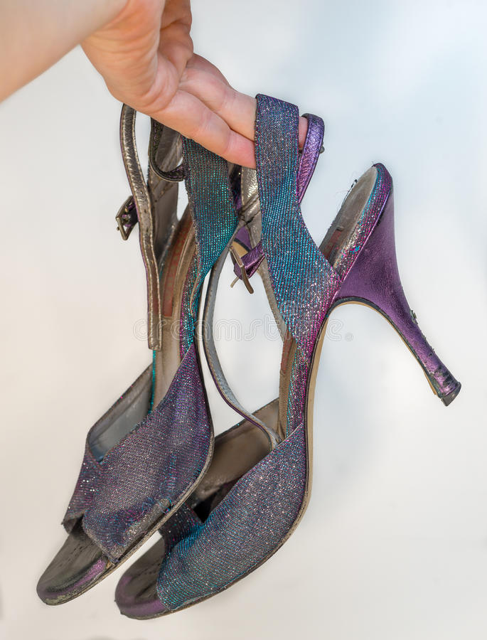Oude totaal uitgeputte de tangoschoenen van de opleidingsvrouw - royalty-vrije stock foto