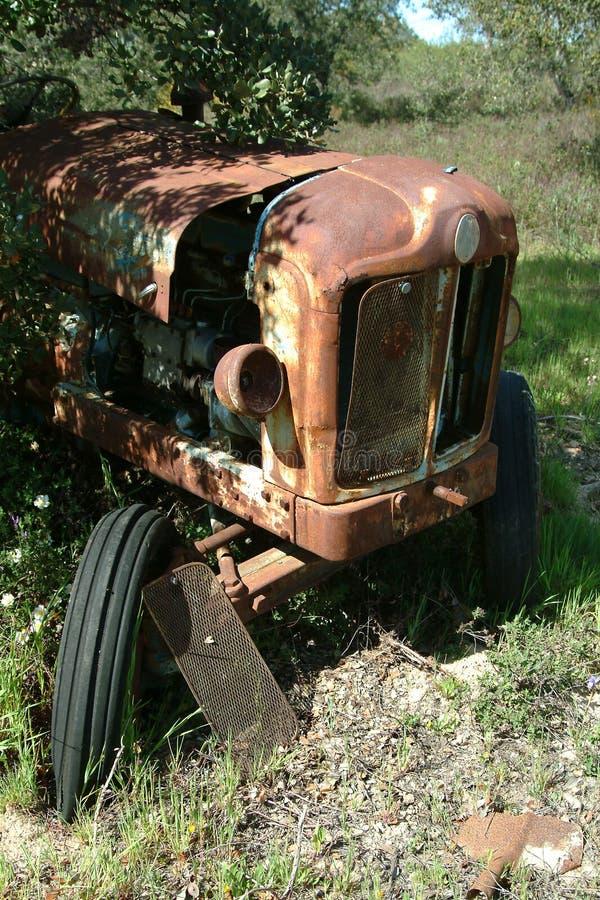 Download Oude tractor stock foto. Afbeelding bestaande uit wijnoogst - 286894
