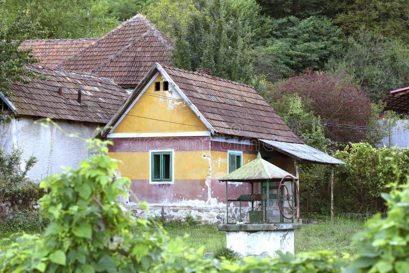 Oude traditionele roemeense woningen ruïneren stock afbeelding