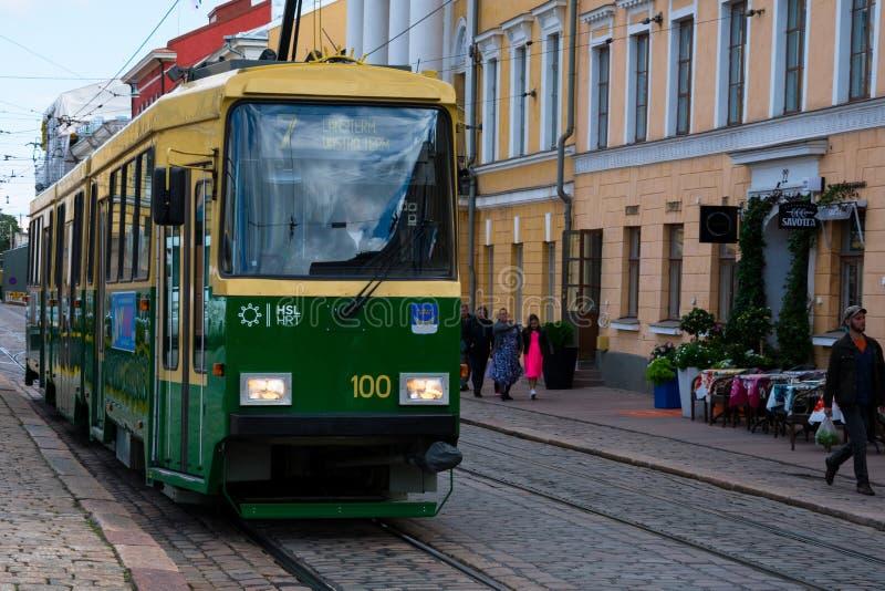 Oude tram op de straat van Helsinki royalty-vrije stock fotografie