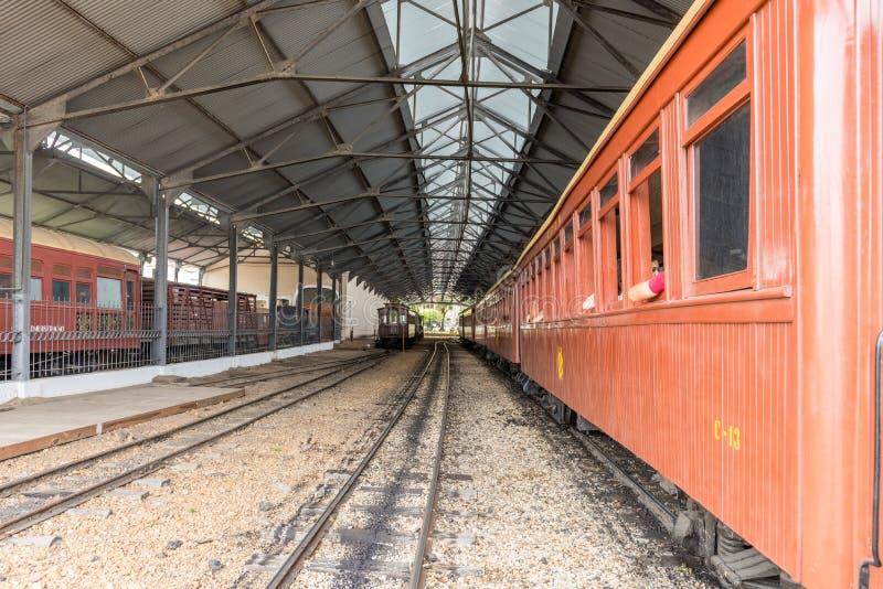 Oude trein in de historische stad van Heilige John Del Rey stock afbeelding